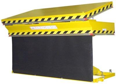 Elevador de tijeras con plataforma inclinable.