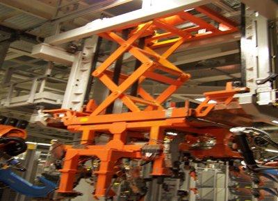 Mesa colgante para transferencia de motores.