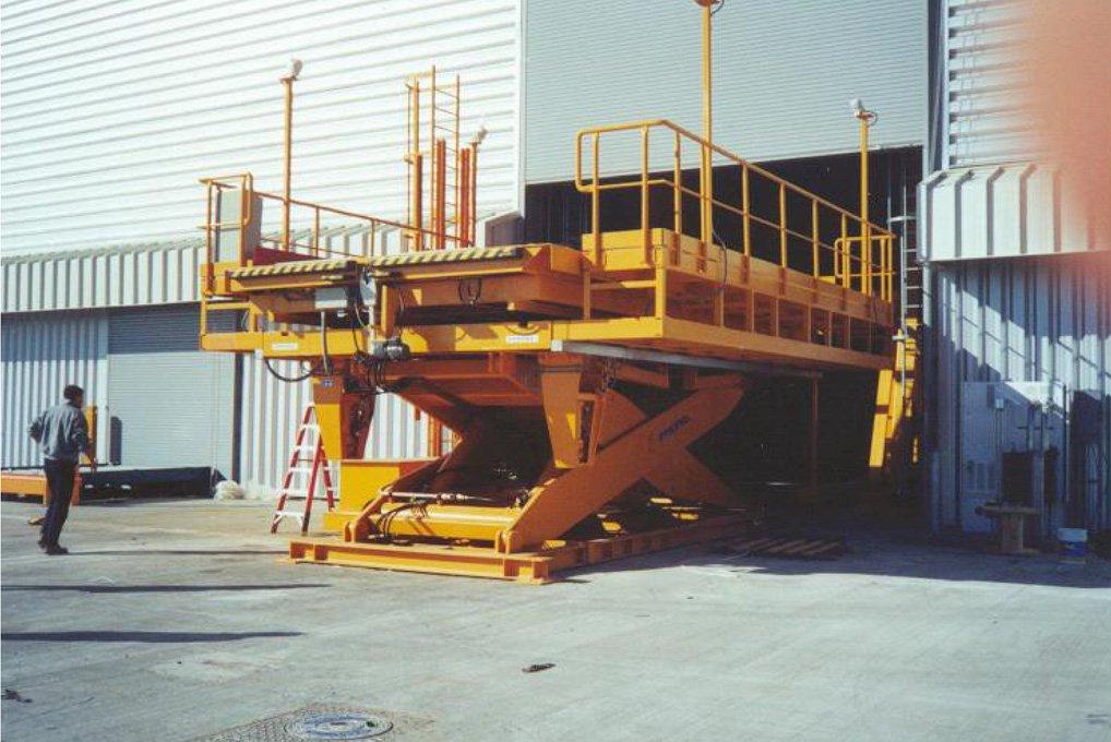 Mesa elevadora hangar.