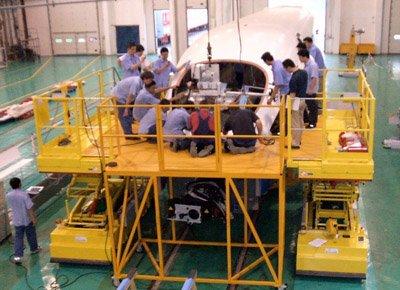 Plataforma de trabajo para instalación de parabrisas.