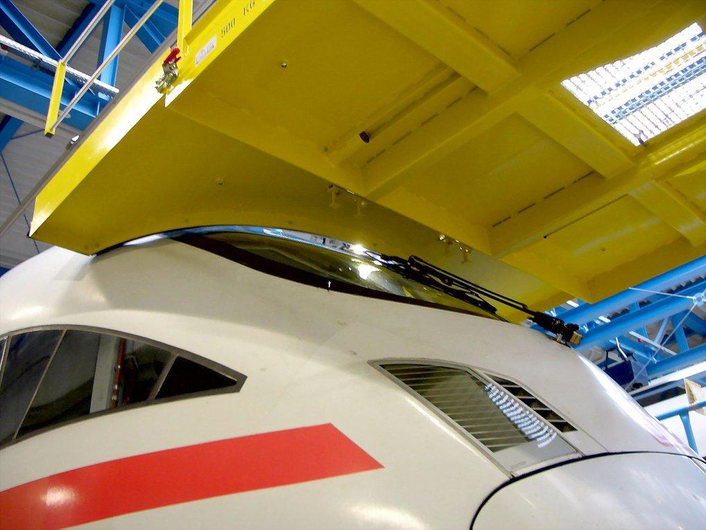 Plataforma de mantenimiento para locomotora AVE.