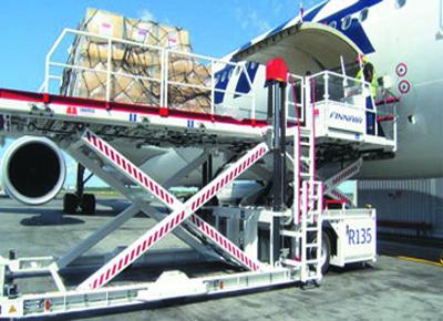 Transferidor de contenedores-paletas a avión.