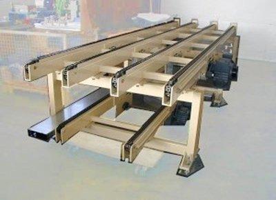 Transportador con cuatro cadenas.